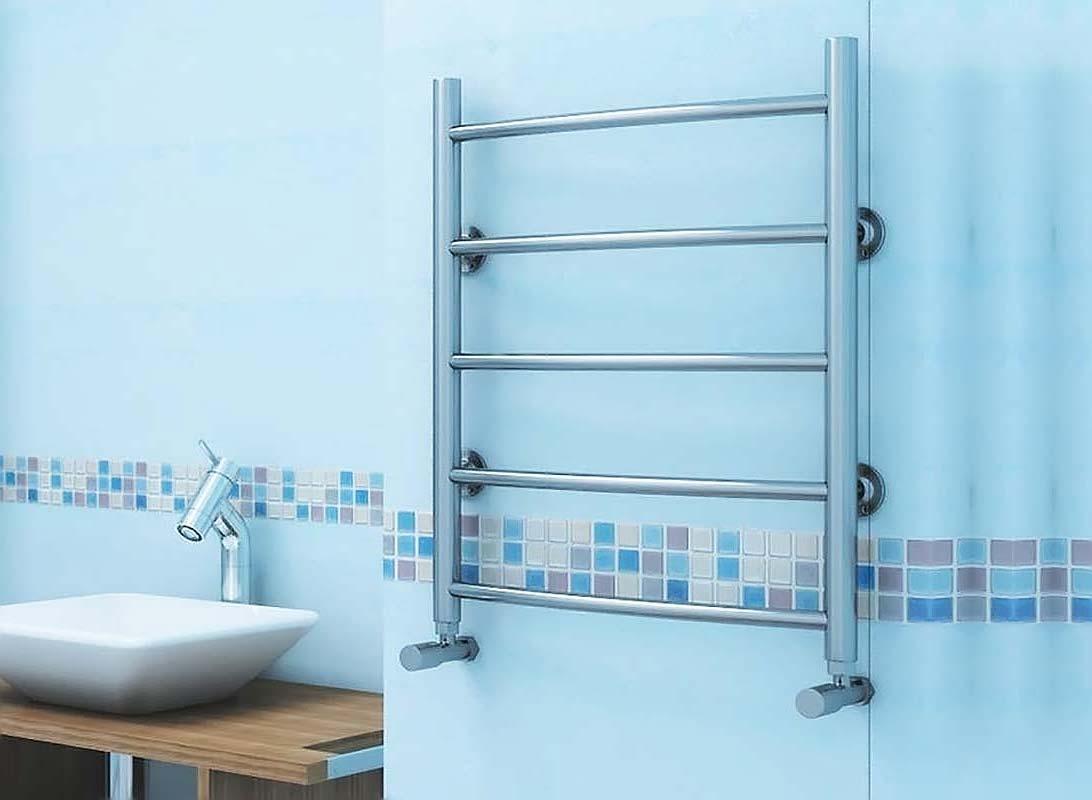 Прямой полотенцесушитель в ванной