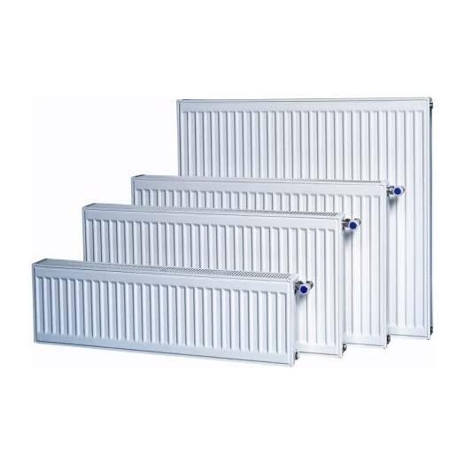 Целый ряд панельных радиаторов