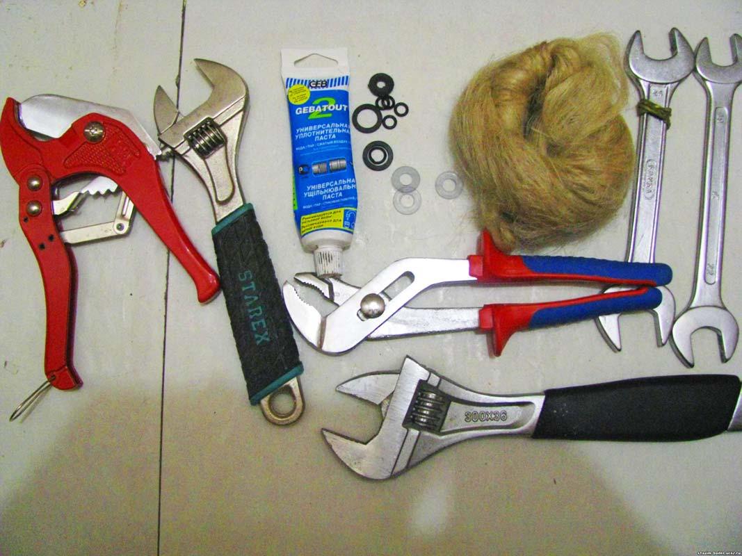 Инструменты для установки полотенцесушителя