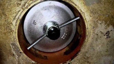 Как снять заглушку на канализацию для должников ЖКХ
